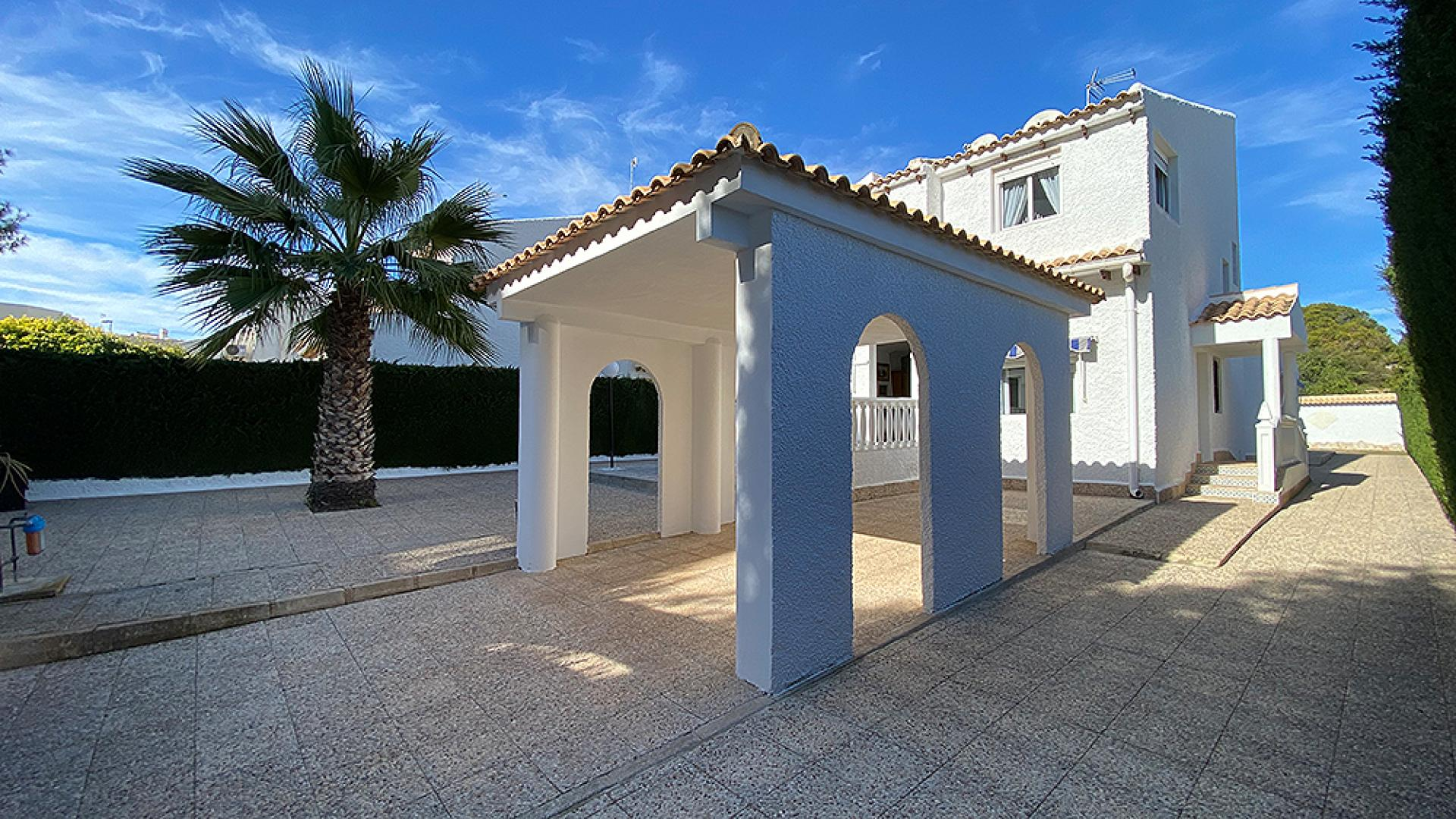 Villa in La Zenia (Alicante)